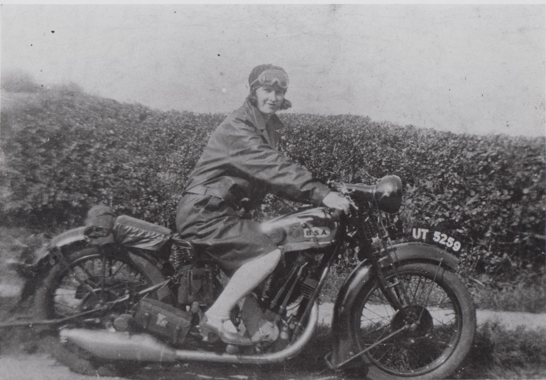 lady_on_motorbike_h645_001.jpg