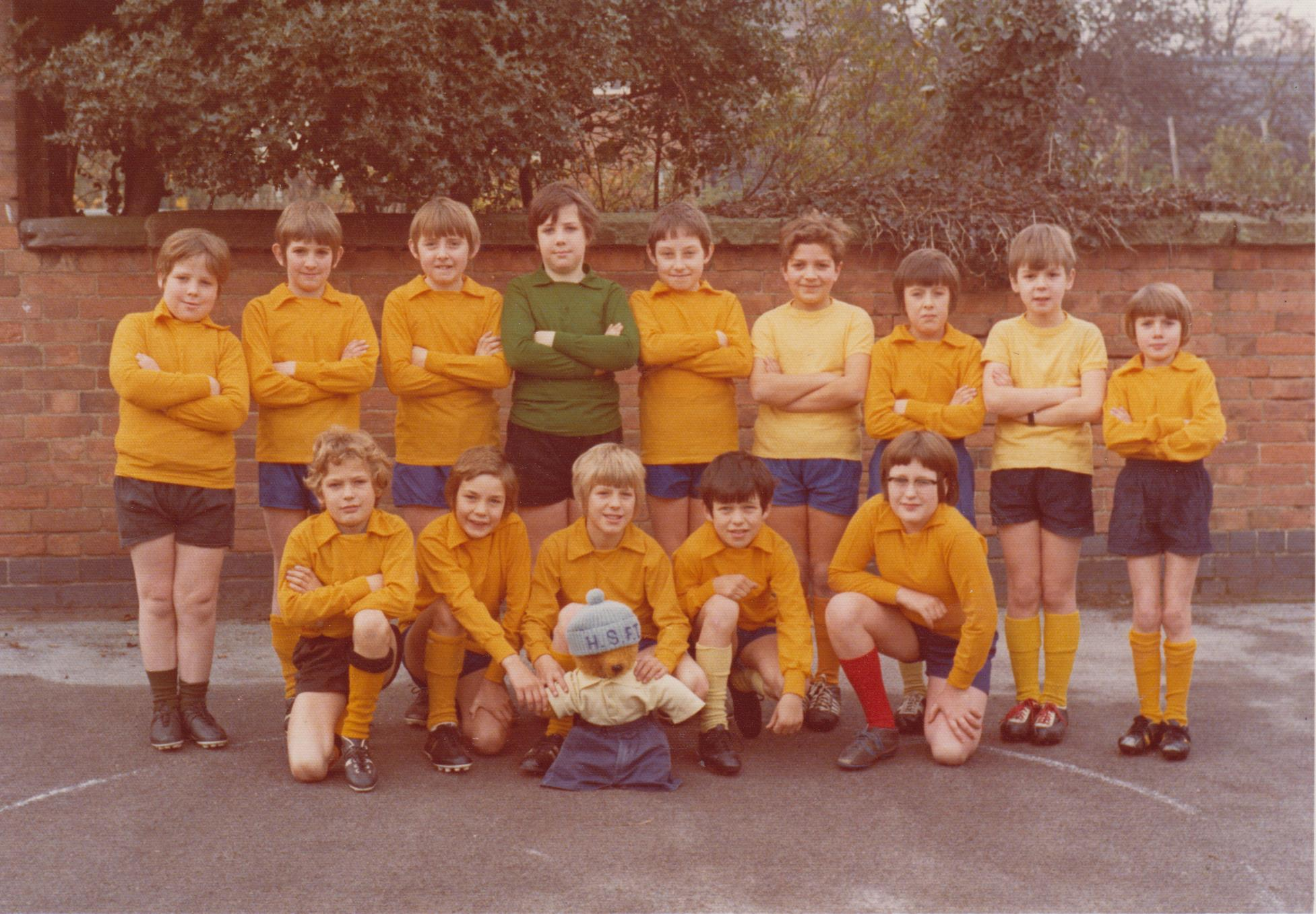 school_football_team_1972_001.jpg
