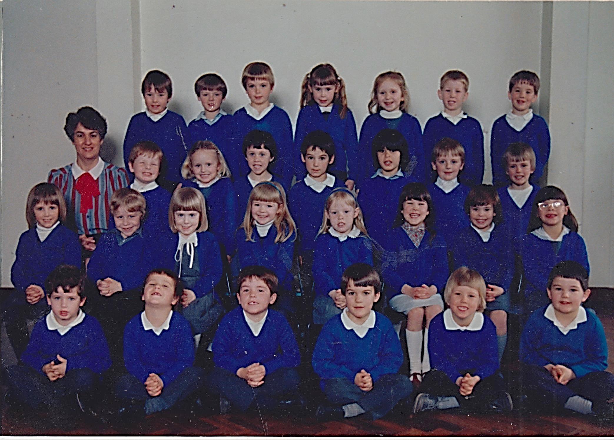 school_group_c1986_001.jpg