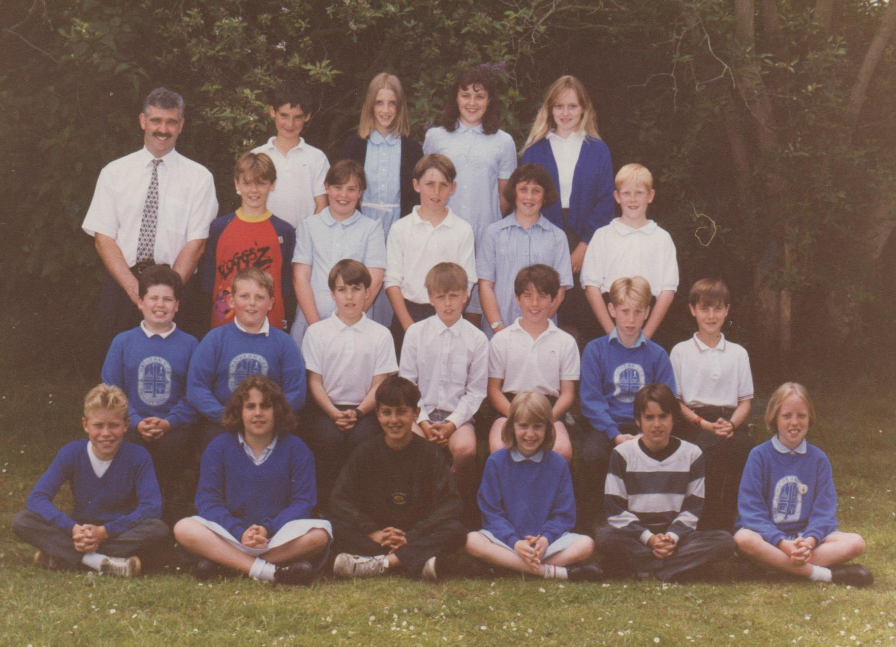 school_group_c1990_001.jpg