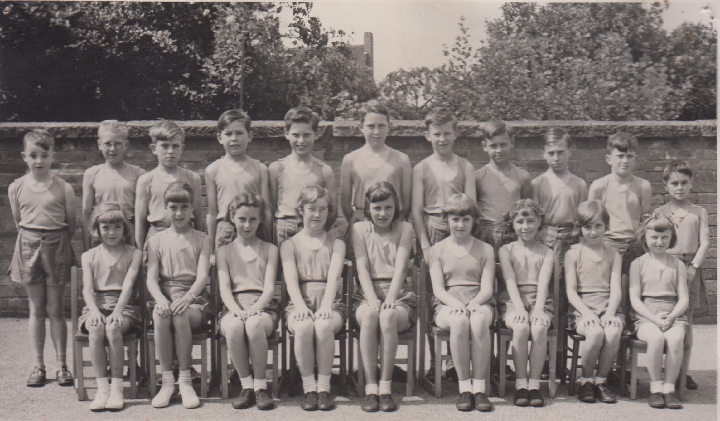 school_sports_team_1959_001.jpg