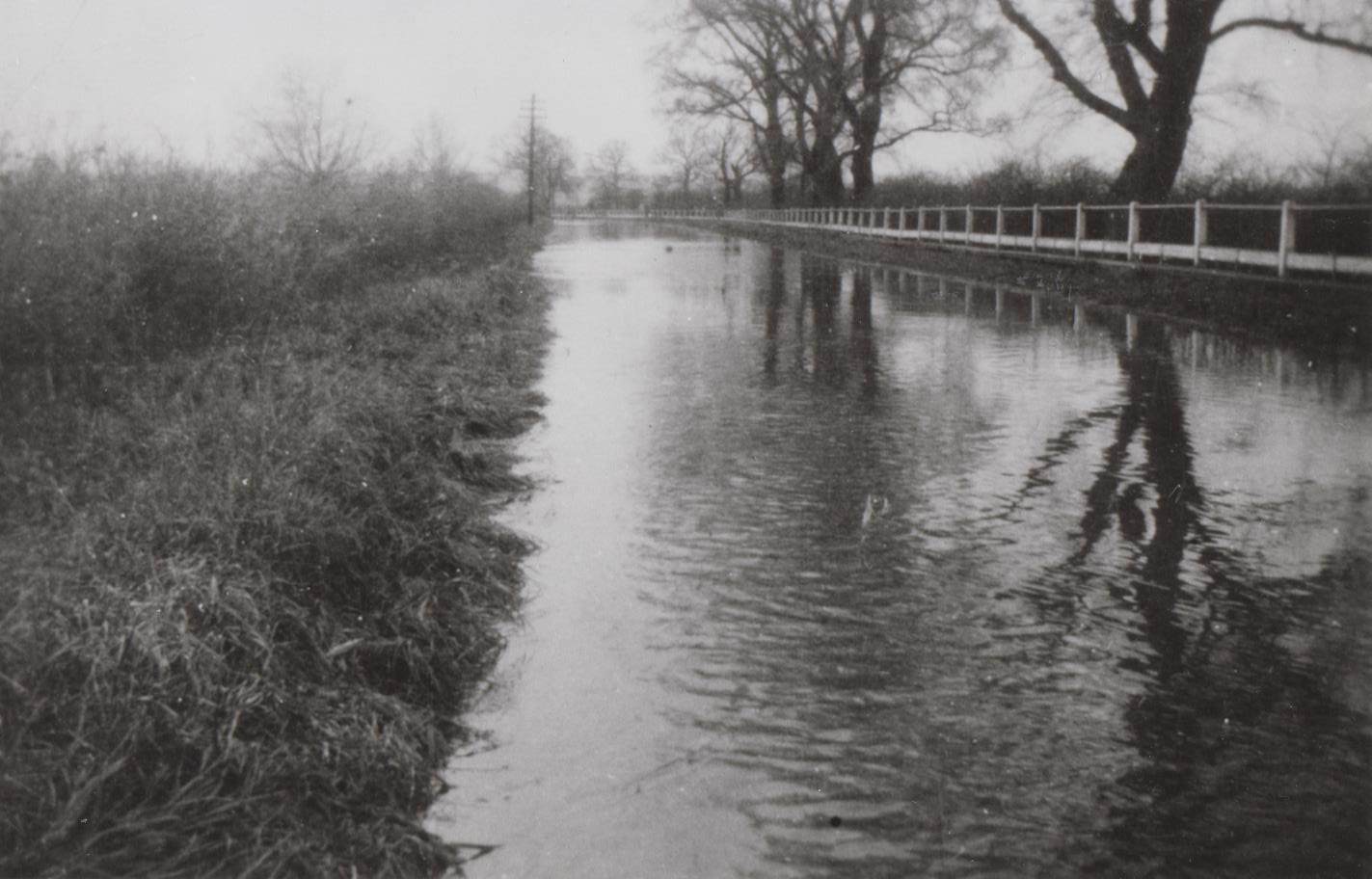 h356_more_floods_zouch_road-001.jpg