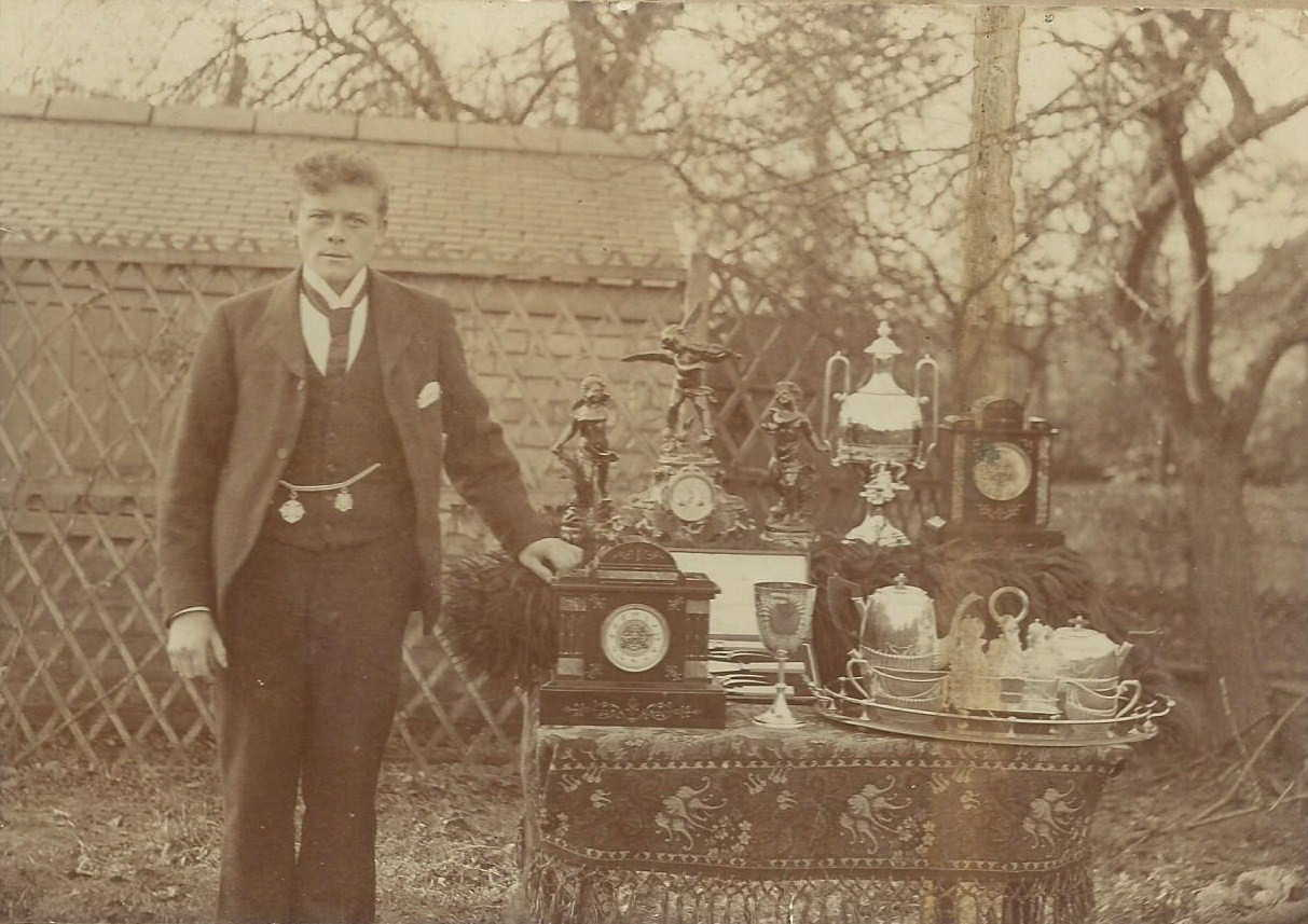 walter-roper-and-floral-trophies-about-1910.jpg