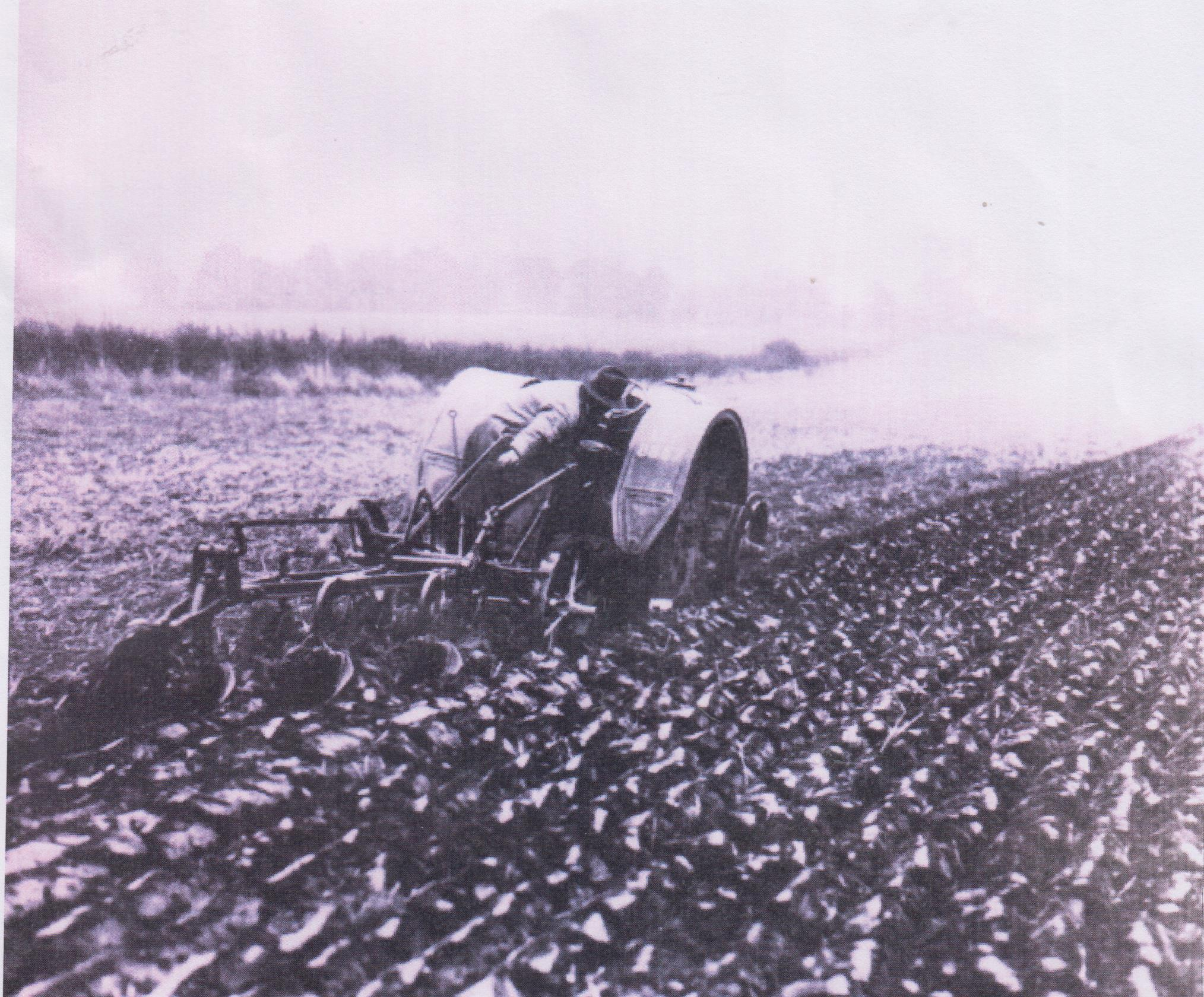 ploughing demonstration between the wars 001