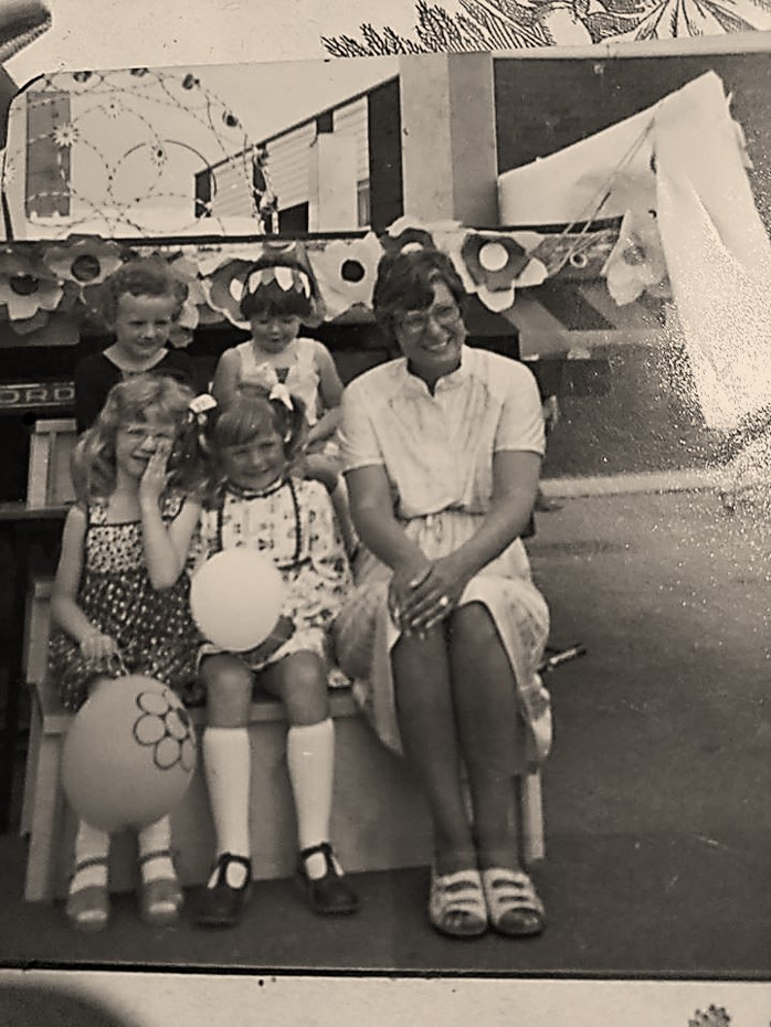 carnival_group_late_70s_with_mrs_stackhouse.jpg