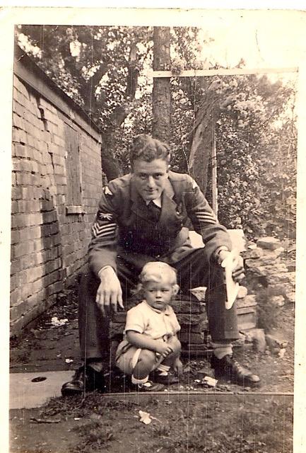 Philip_and_Rob_16_Narrow_Lane_1942144.jpeg