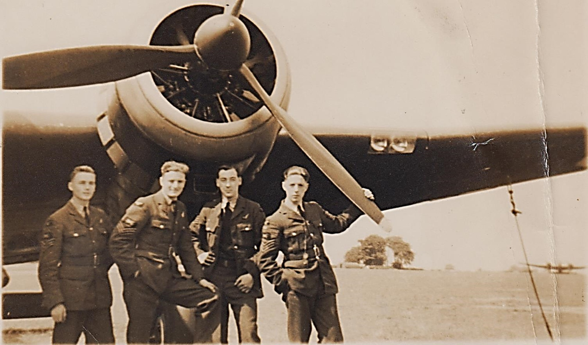 phil_and_crew_in_front_of_plane_2_001.jpg