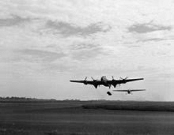 pim_plane_towing_glider_at_portreath_resized.jpg